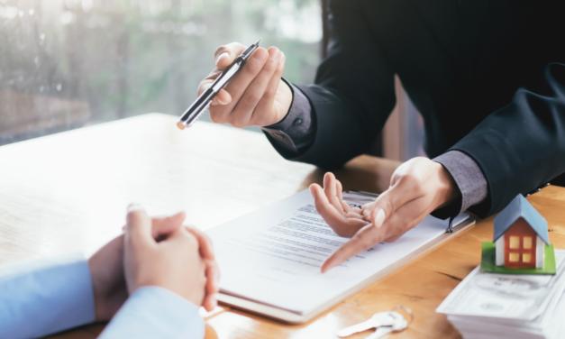 Corretor de imóveis: quanto ganha, quais as vantagens da profissão e como se tornar um?